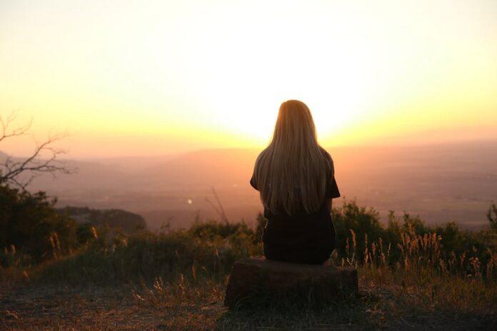 6 Cara Mengusir Kesepian Sekalipun memiliki Banyak Teman